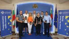 Министър Кралев връчи почетни плакети на европейските шампиони по канадска борба