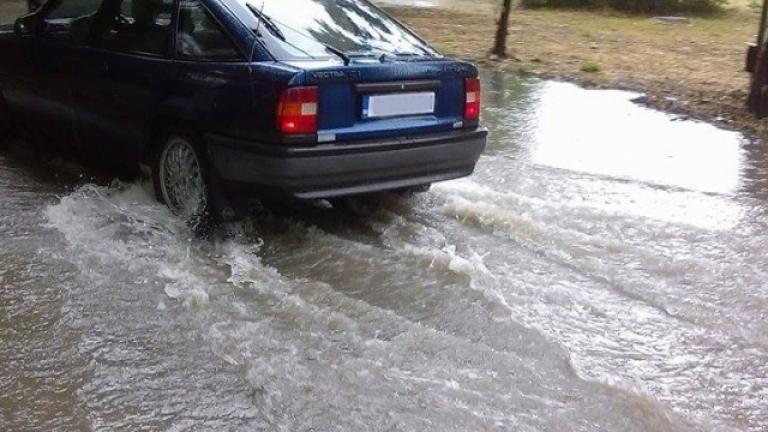 Пороен дъжд се изсипа над Западна България
