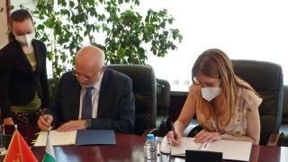 Черногорски министър приет в болница по време на визитата му у нас