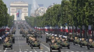 Военни от Мали поведоха парада във Франция
