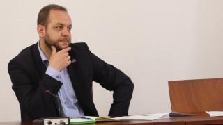Борислав Сандов пита: Пламен Николов ли ще взима решенията?