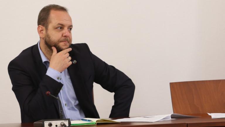 """Четирима депутати от """"Демократична България"""" няма да подкрепят кабинет на ИТН"""