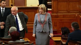 Депутатите от ГЕРБ не искат Народното събрание да абдикира