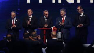 Порошенко: ТАНАП ни доставя газ от Азербайджан през България и Румъния