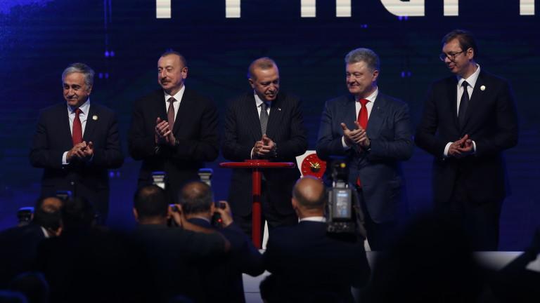 Президентът на Украйна Петро Порошенко съобщи, че страната му ще