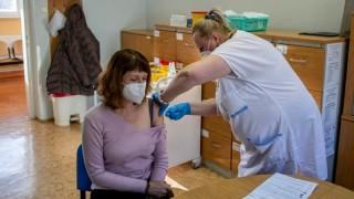 Чехия затяга мерките след рекордна заболеваемост от коронавирус