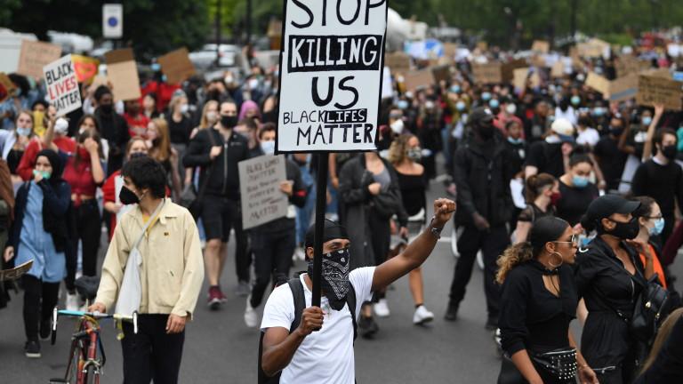 За първи път в медиитеизтекоха клипове от ареста на афроамериканеца