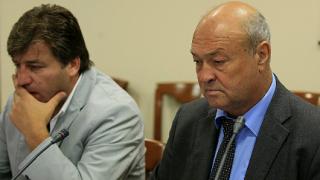 Разследват кой е облепил ВСС с некролози на Ситнилски