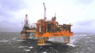 Евакуират 500 британци от нефтени платформи заради заплаха от взрив
