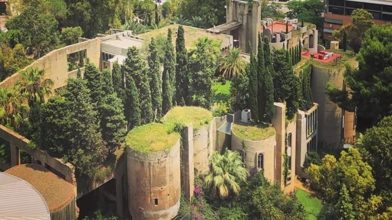 Разположена в покрайнините на Барселона, старата фабрика за цимент от