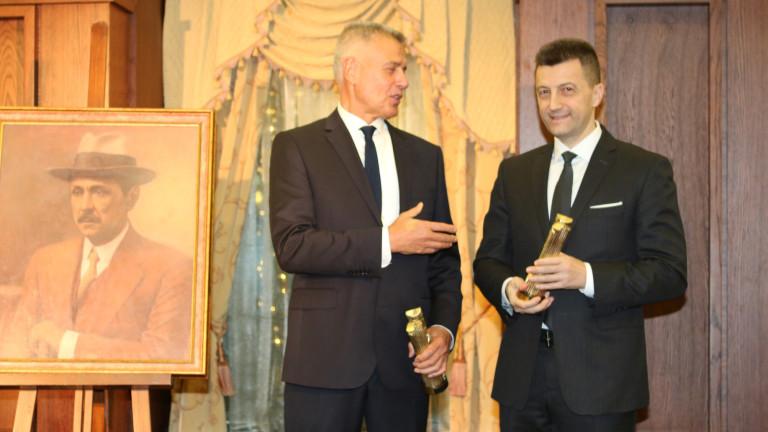 Снимка: Петър Андронов и Красимир Дачев взеха наградите на фондация Буров