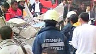 Осеметажна сграда се срути в Истанбул