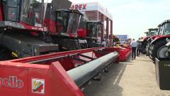 Намаляват парите за нови трактори и комбайни в България