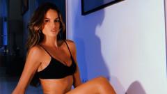 Изабел Гулар раздава секси крушета