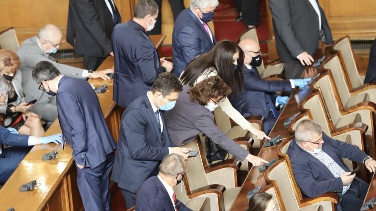 Депутатите се заеха да поправят закона за извънредното положение