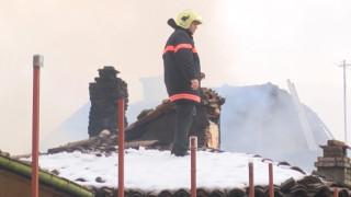 """Изгоряха няколко къщи в квартал """"Варуша"""" във Велико Търново"""
