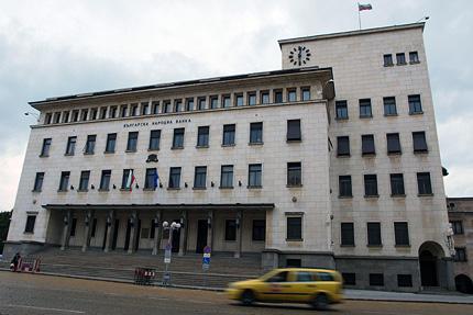 БНБ смекчава условията за кредитиране на банки и орязва лихвите на КТБ