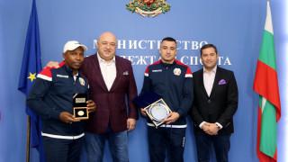 Министър Кралев награди медалиста от Световното първенство по бокс Радослав Пантелеев