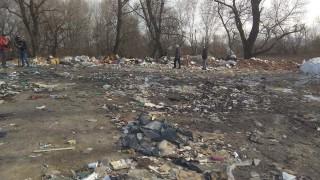 Търсят собственика на терена, където бяха открити тонове отпадъци край река Чая