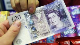 Паундът и еврото слабо се покачват на предпазлив валутен пазар