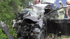 Кола се разцепи при тежка катастрофа край Карлово