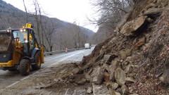 Свличане на скална маса ограничи движението в Пловдивско и Смолянско