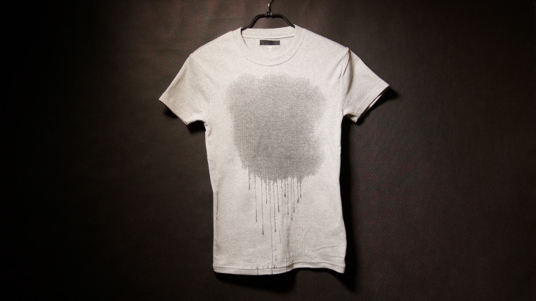 Защо мокрите дрехи изглеждат по-тъмни