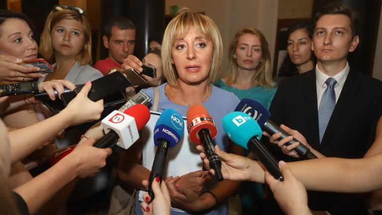 Манолова очаква депутатите да размислят за гражданския фалит през август