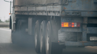 Откраднаха и изоставиха камион на строителна фирма от Гоцеделчевско