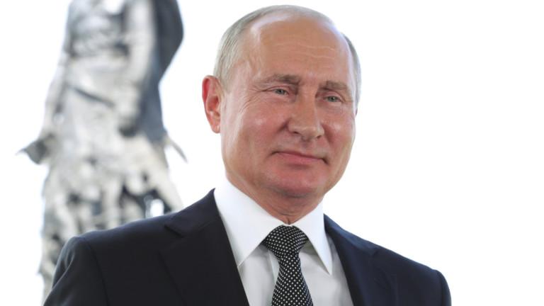 Руският президент Владимир Путин се подигра с флага на дъгата,ЛГБТ-гордост,