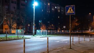 Монтираха лампи до четири пешеходни пътеки в Ямбол