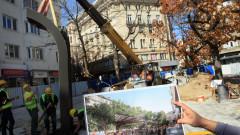 """Монтират новото обзавеждане на площад """"Славейков"""""""