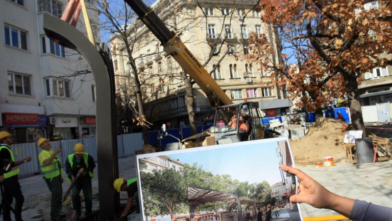 Започна монтирането на новото градско обзавеждане на ремонтирания площад