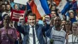 Фаворитът за президент на Франция с настъпление срещу Марин льо Пен