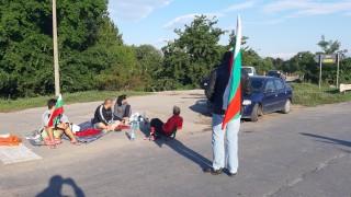 Четвърти ден свиневъди блокират пътя Ямбол - Сливен