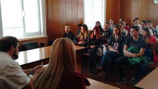 Прокурори запознават ученици с престъпления с наркотици във Варна