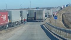 Ограничено е влизането на товарни автомобили през ГКПП- Лесово