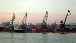 Пристанищата във Варна и Бургас са затворени