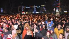 Мъж е извадил пистолет сред празнуващите в Бургас
