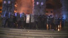 Сблъсък между полиция и протестиращи пред бившия Партиен дом