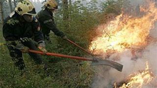 Продължава борбата с пожара в село Игнатиево