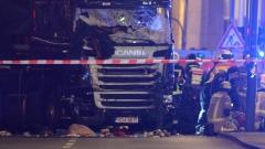 Камион се вряза в коледния базар на Берлин, 12 загинали и 50 ранени