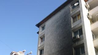 Пожар в сервиз за гуми в Сандански наложи евакуация на жилищен блок