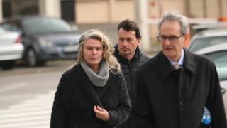 Жената на Божков остава в ареста