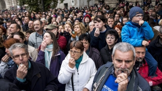 Хиляди унгарци освиркаха Орбан