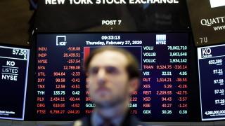 Dow Jones изтри още 900 пункта