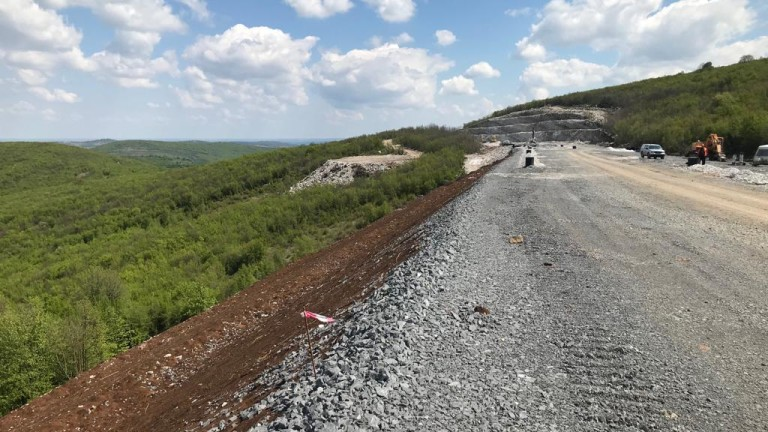 На 23 април започва поетапното строителство на автомагистрала