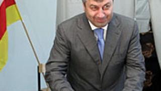 Натискат Кокойта за трети мандат в Южна Осетия