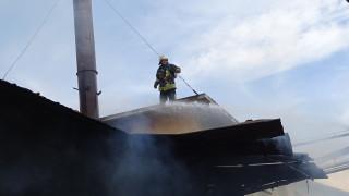 Изгоря покрива на цех в Смолян