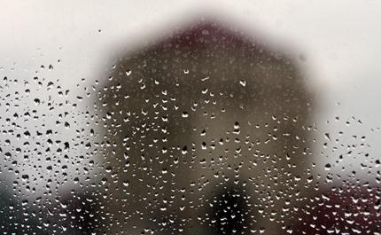 Предупреждения за силни валежи в 7 района в Южна България